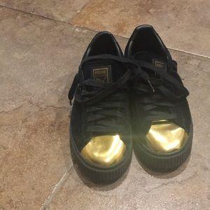 Black suede gym shoe